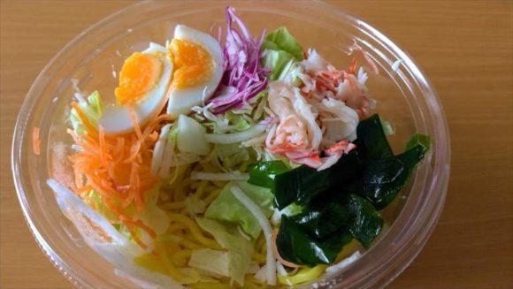 セブンイレブン麺類おすすめ⑦半熟卵のラーメンサラダ